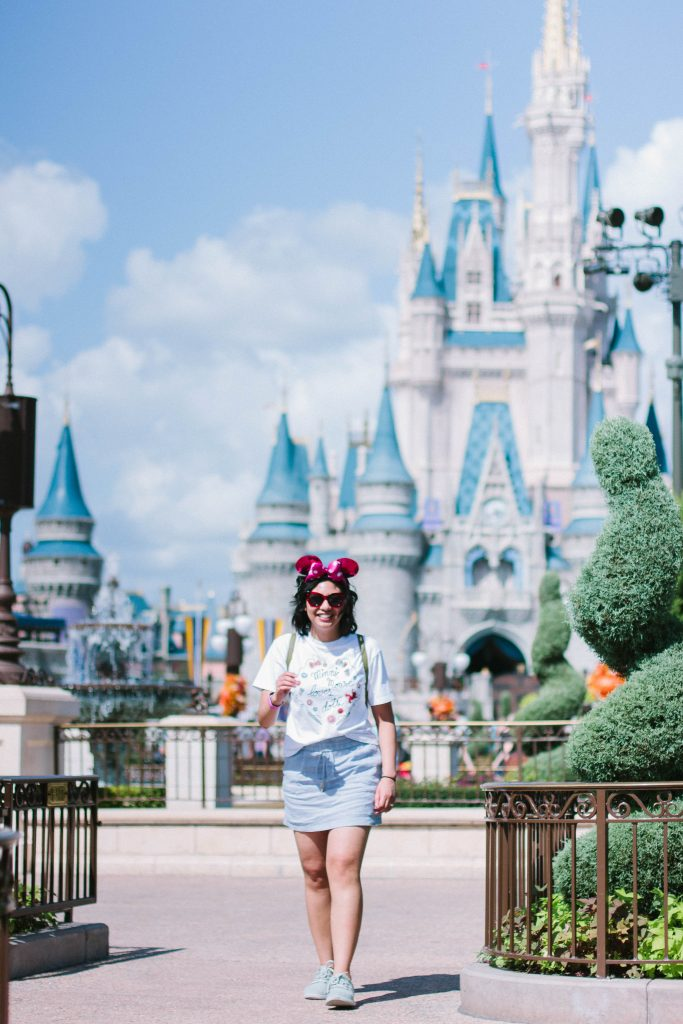 3339e377e3b How to dress for Disney. How to dress comfortably without losing style at  Disney.