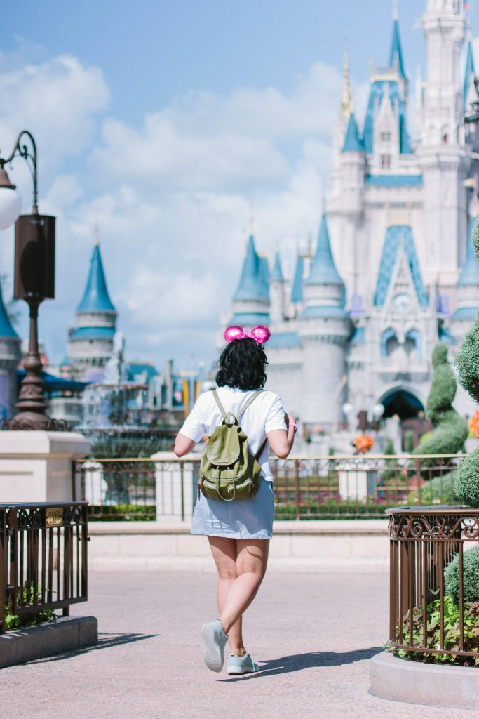 How to dress for Disney. How to dress comfortably without losing style at Disney.