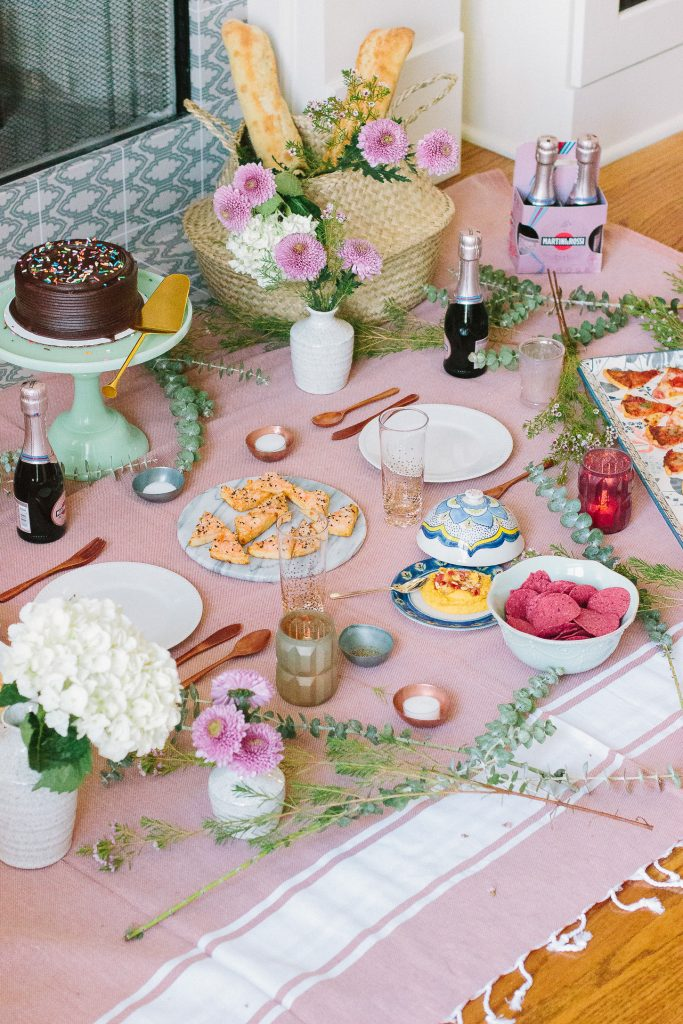 How to Create a Memorable Indoor Picnic