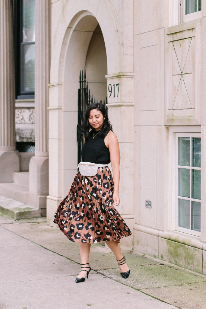 How to style a leopard print skirt for a transition fall to summer outfit