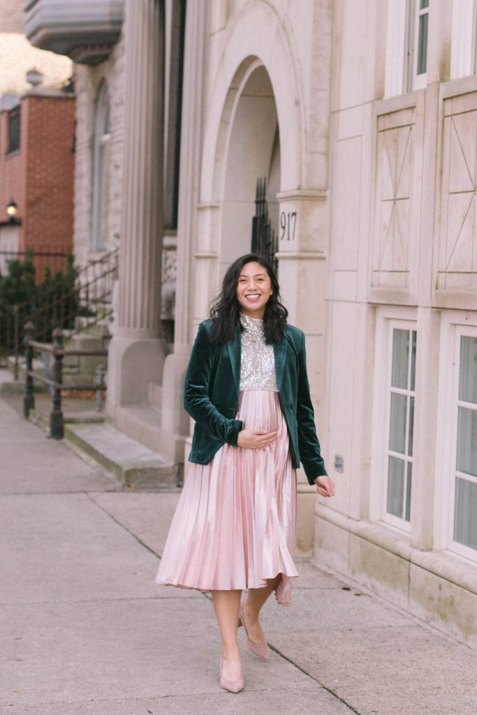 Maternity Holiday Outfit Ideas